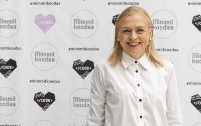 Kansanedustaja Elina Valtonen haluaa juniorikoodarit julkisen sektorin projekteihin